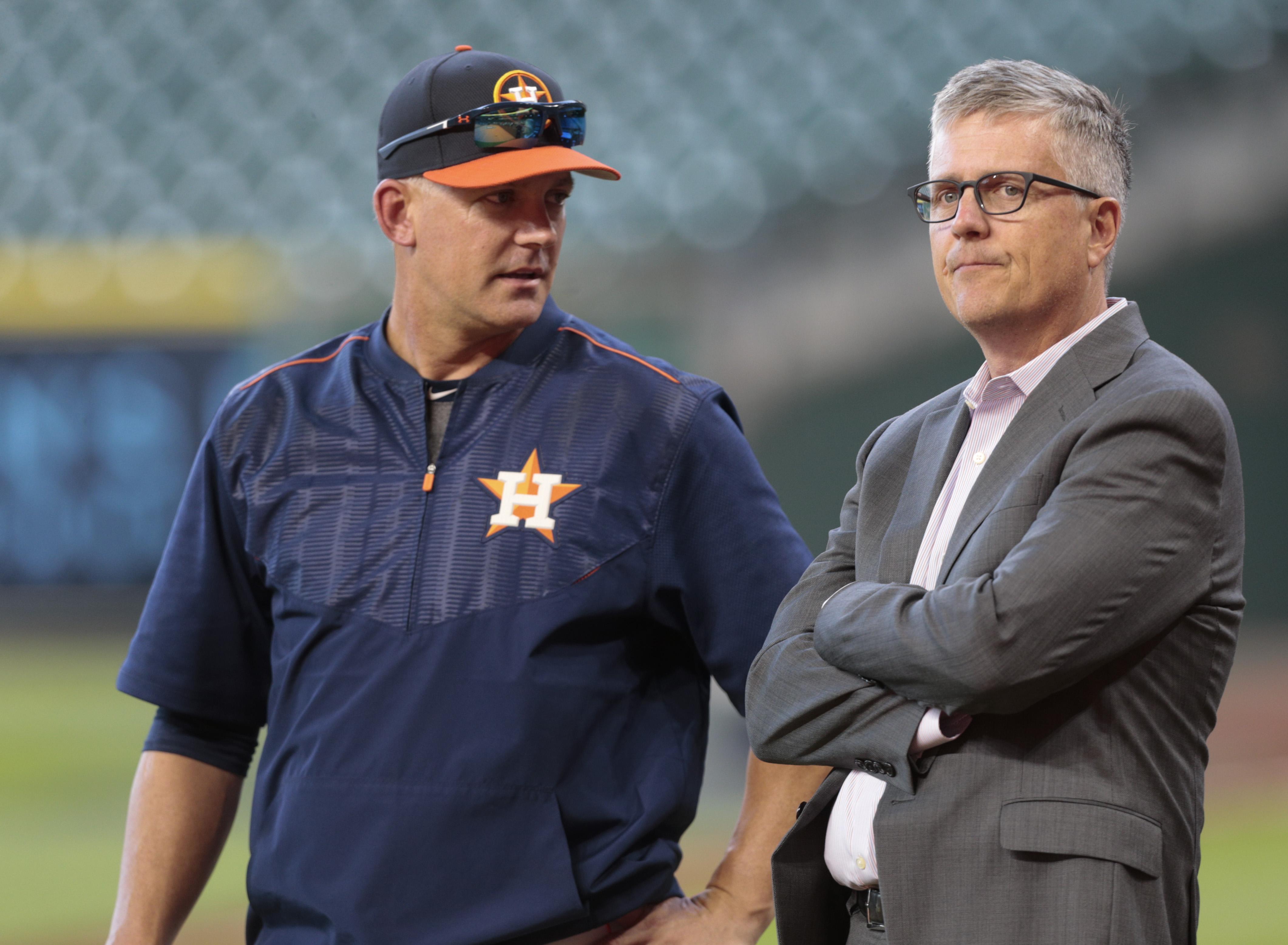 Hamels, Rangers hold off Astros